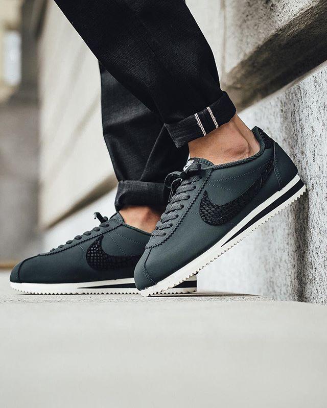 Nike Classic Cortez Leather SE - Seaweed/Black-Sail