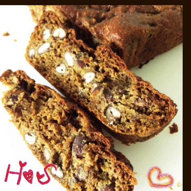 砂糖卵乳製品小麦粉不使用パウンドケーキ  ビーガン、糖尿病患者、ダイエット中の方対応!グルテン、砂糖、乳製品、小麦粉完全不使用のマクロビスイーツを追究しました! 材料 (パウンドケーキ型なら何でも) 大豆粉 65g アーモンドプードル 30g ラカント 40g 抹茶 大さじ2~3 ベーキングパウダー(アルミフリー) 5g 無糖茹で小豆 50g 無調整豆乳 大さじ3 ココナッツオイル(なければナッツやオリーブ) 大さじ2.5 若いバナナ 1本 バナナの代用(チアシード) 小さじ2 バナナの代用(水) 1/4カップ  作り方 1 バナナの代わりにチアシードを使う場合は、チアシードを水に浸して何度かかき混ぜダマにならないように戻す 2 乾燥小豆を前日に水に浸し、柔らかく煮る。 簡単に茹でるには炊飯器でも可能です。小豆は缶詰の砂糖入りは使わないこと。 3 オーブンを予熱170度に設定しておき、粉類を計量し、粉ふるい器にかける。 4 豆乳、オイルを計量して混ぜる 5 バナナをフードプロセッサーなどで滑らかになるまで混ぜる (チアシードと水を使う場合は関係なし) 6…