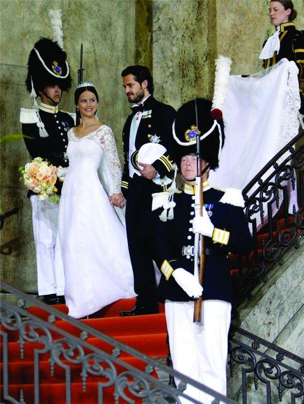 """O príncipe Carl Philip da Suécia se casou com a ex-modelo e antiga estrela de """"Reality Shows"""" Sofia Hellqvist, cerimônia que aconteceu na tarde do último sábado, 13 de junho. O conto de fadas da vida real...Vem conferir!"""