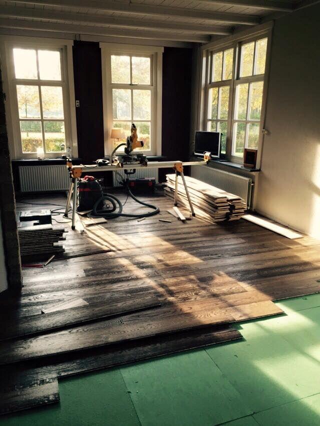 Houten vloeren leggen. Bebo Parket biedt een zeer goede leg service! Wij kunnen elke gewenste vloer voor u leggen. Prachtige, rustieke houten vloer.