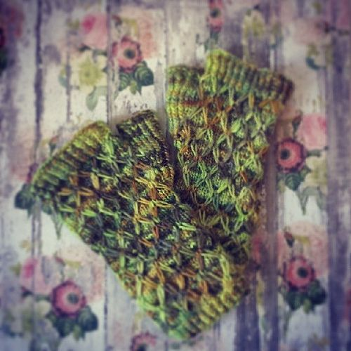 Dimonds are forever #knitting #handpaint #woollisa #handpaint #mittens##scaldamani#collettivomaglia198.blogspot.com