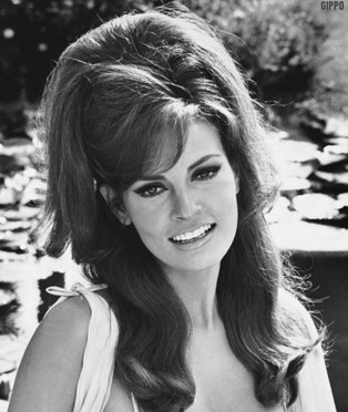 60s/70s hairstyle of women! Reminds me of the old photos ... - photo #30