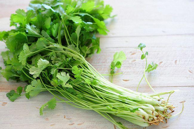 Las hierbas aromáticas son realzantes naturales de sabor muy utilizados en la cocina y en la industria alimentaria. http://bit.ly/1C68P0R