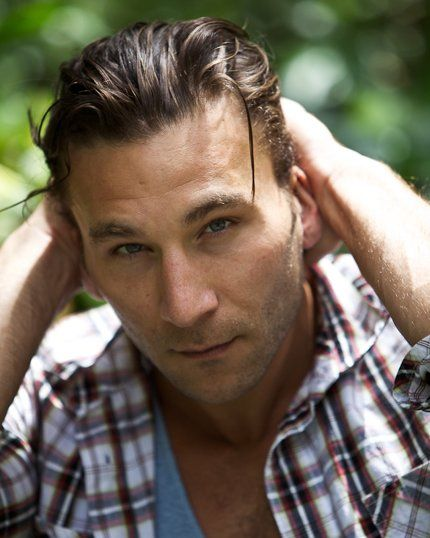 zach+mcgowan | Zach McGowan talks about Shameless season 3 at H-Couture 2012 video