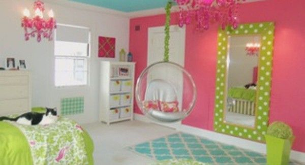 Reese's Room, exactly what she said she wants... one pink wall, blue ceiling and the rest white! My little interior designer!