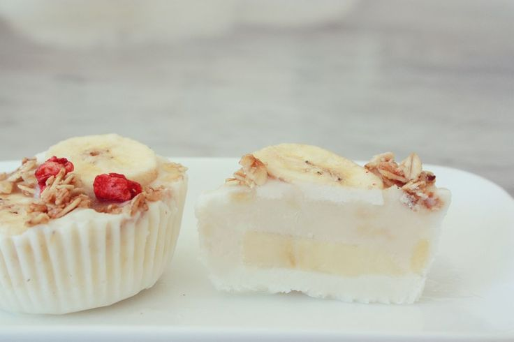 BANAN YOGHURT BITAR =)  #banan #froze n#granola #yoghurt