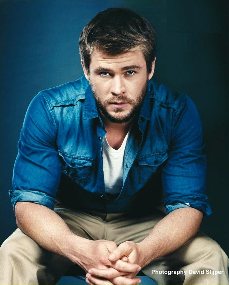 chris hemsworth! Would it be weird if I put a poster in my room?!?