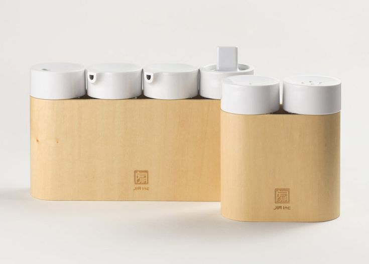 Flexible condiment set prevents mismatched bottles on the dining table.