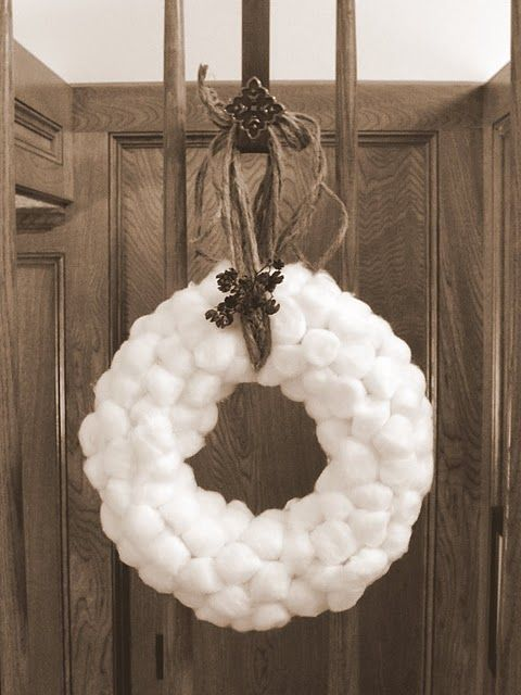 cotton ball wreath that looks like snow by Fit 2 Feel Better #easyholidayideas