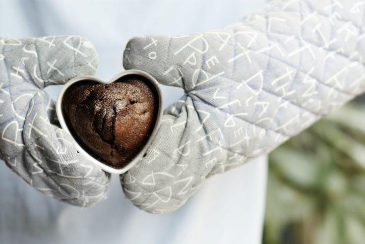 Ga je voor je lover (to be) koken op Valentijnsdag? Haal dan snel een hartjesvorm (bijvoorbeeld deze, deze of deze) in huis en maak één van deze zoete heerlijkheden. Klik op de foto's voor de bijbehorende recepten. No-bake cheesecake met salted caramel en chocolade Bron: Miljuschka Witzenhausen Warme frambozencake met citroen van Nigella Lawson Bron: …