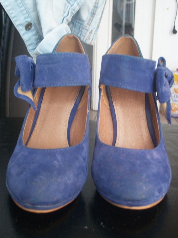 Escarpins bleu électrique avec noeux sur le coté en daim