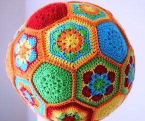 #haken, gratis patroon, Nederlands, granny square, hexagon, baby, bal, kraamcadeau, haakpatroon