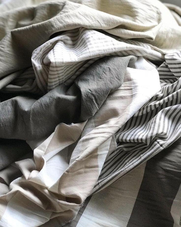 Un poco enamorada de estos géneros!! Tusores lisos y rayados!! Así estaban ayer  hoy ya son almohadones que generan suspiros! Ya se los voy a mostrar Buen Miércoles  . #tusor#tusores#generos#generos#mhl#fabric#fabrics#mimihomelove