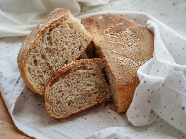 Piparkakkutalon Akka -blogi: Juureen leivottu vaalea leipä ilman hiivaa