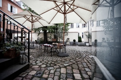 Our yard where you can enjoy a pastis on a hot summer day.