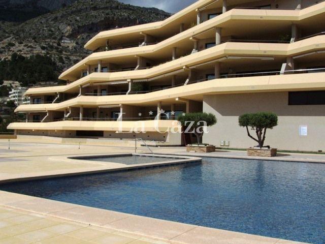 Hoe mooi kan het zijn? Kunt u zich het al voorstellen? Zelfs vanuit uw slaapkamer heeft u een schitterend uitzicht op de Middellandse Zee en u loopt van hieruit rechtstreeks uw terras op.