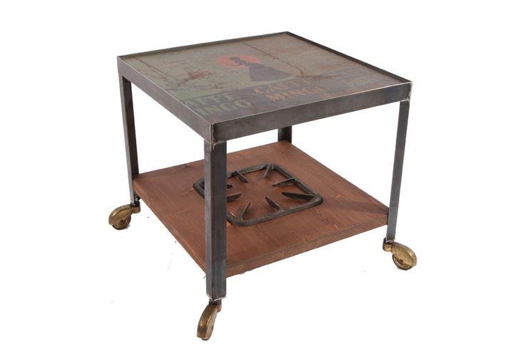 """Tavolino da caffé """"MINGO"""". Ricavato da vecchio contenitore di  di latta più struttura in ferro saldato e legno di abete."""
