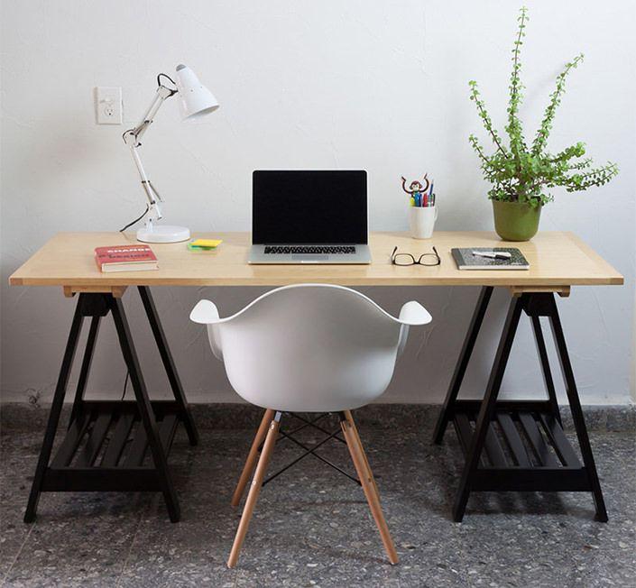 Depois do biombo, outra peça barata, sustentável e estilosa é o cavalete. Com múltiplas funções, ele pode ser base de estante, prateleira ou até aparador.