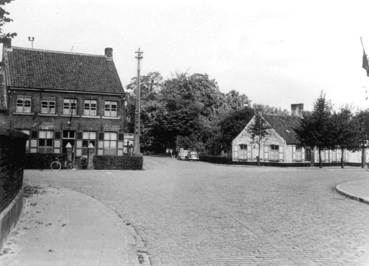 Gemeentehuis en politiecommissariaat Moerkerkse Steenweg Sint-Kruis