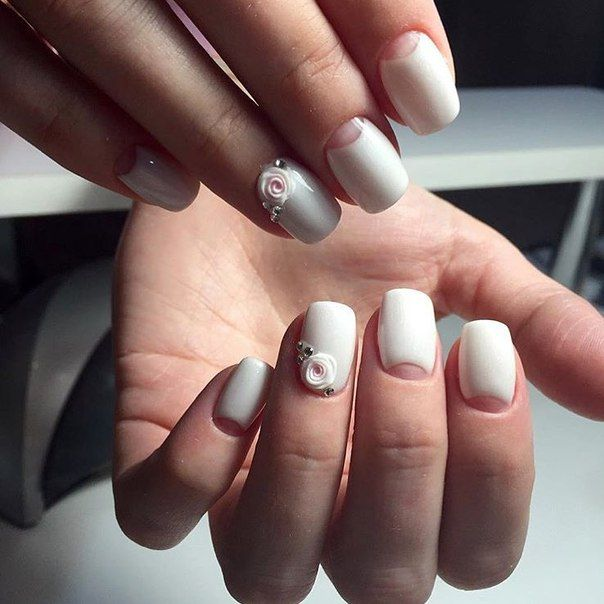 One of the option of manicure, made in white shades, is to your attention. You should use a matte white varnish, and for the treatment of of substrate the