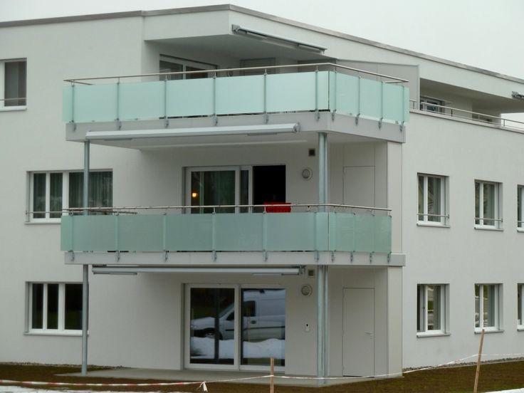Jordi Metallbau AG - Schmuck für Ihr Haus | Produkte | Schlosserei-Metallbau Produkte | Geländer mit Glas Füllungen | Balkongeländer Glas VSG mit matt Folie