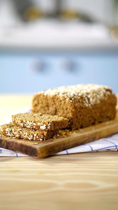 Quer fazer um pão nutritivo e delicioso em casa? Prepare esse com aveia Quaker®, canela e banana!