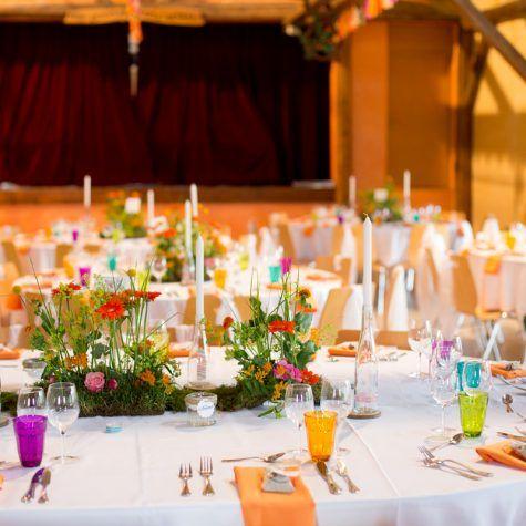 décoration salle hippie chic, orange, fuchsia