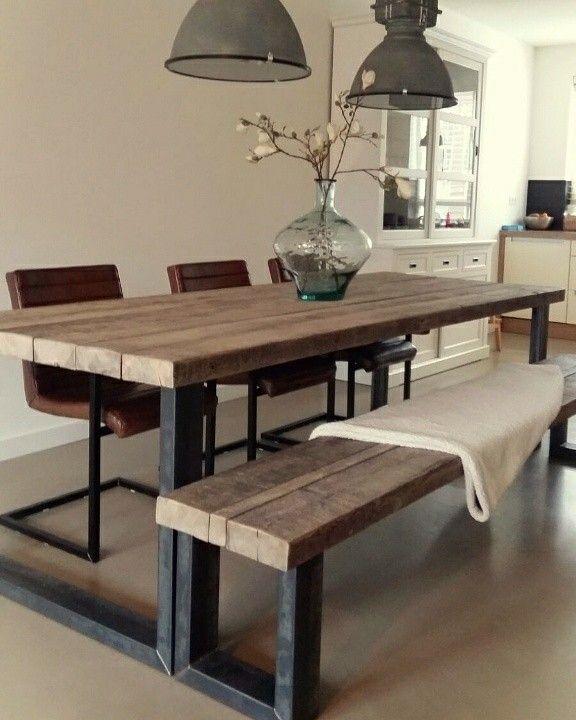 Stoere tafel en bank van oude balken en stalen frame van CustomThijs