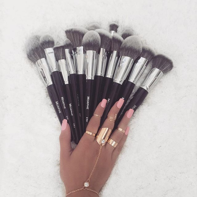 *angels singing* ✨ Hands down my favorite brushes from @morphebrushes use coupon code 'BIRDY' for a discount on your entire purchase! •••• *angeles cantando* ✨ Mis brochas favoritas de #Morphe usa codigo 'BIRDY' para un descuento en toda tu compra! Rings/Anillos: @forever21 Nails/Uñas: #imPressnails