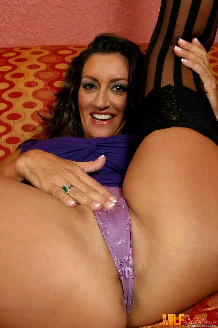 Free milf on milf pantyhose movies
