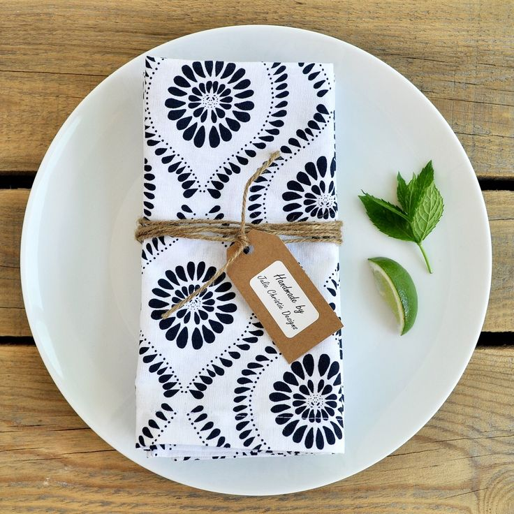 Add some summer feels to your next outdoor table setting 🍸🍽 Handmade Cloth Napkins Sales by Julie Christie Designs