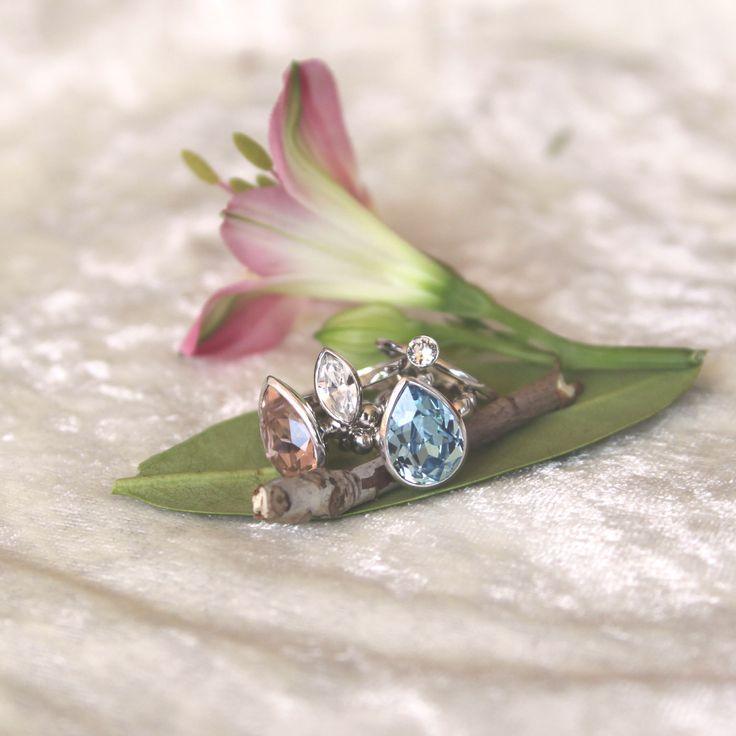 Skønne Swarovski brudesmykker - blå, rosa og klare krystaller.
