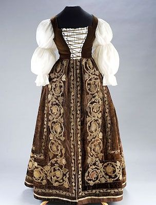 Hungarian aristocratic dress from the 16th century