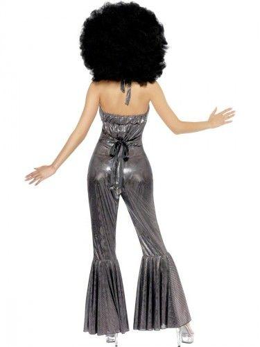 Disco catsuit zilver voor dames. Dit disco kostuum voor dames is voorzien van zilver motief en wijde pijpen. Pasvorm circa: maat S heeft een heupomtrek van 94 tot 97 cm en een borstomtrek van 88 tot 90 cm. Maat M heeft een heupomtrek van 100 tot 104 cm en een borstomtrek van 94 tot 98 cm. Maat L heeft een heupomtrek van 108 tot 113 cm en borstomtrek van 102 to 107 cm.