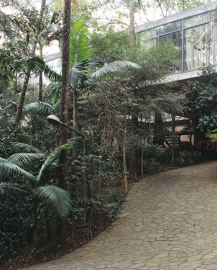 My dream house since ever. Lina Bo Bardi's glass house in São Paulo - Brazil