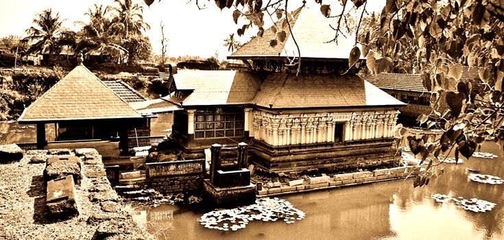 The shape of the roof is in accordance with the plan of the sanctum below. With a circular plan, one sees a conical roof, while with a square plan the roof is pyramidal. The roof is constructed with wood and is covered with copper plates. Most of the temples seen in Kerala today, have undergone several phases of renovation, given the perishable nature of the construction materials.