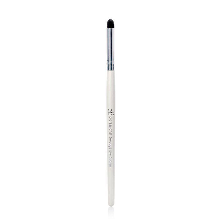 Oogpenseel -  Creëer een dramatische look met zwoele ogen dankzij deze subtiel spitse applicator die eyeliner en oogschaduw perfect uitvaagt.  EUR 1.50  Meer informatie