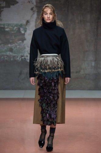 Midi φούστα με φτερά και πούπουλα. Fall-Winter 2014-2015 #marni #mfw