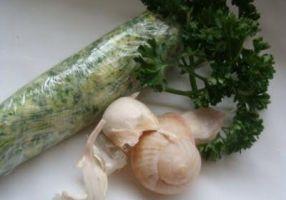 BEURRE D'ESCARGOT - Le beurre d'escargot fait merveille avec les palourdes, moules et coquillages. Il est l'ingrédient principal des escargots au beurre : entrée typiquement bourguignonne.