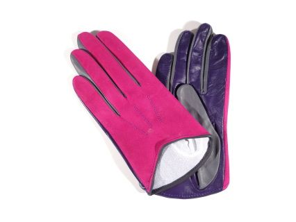 The Margot model delivers you the simplicity of our design in an elegant mix of purple shades and charcoal grey.   These  gloves will prove comfortable in the coldest days as on the inside you will find a nice and soft silk lining. On the back there are three points. The color is dark brown and the button length is short, not higher than the wrist.