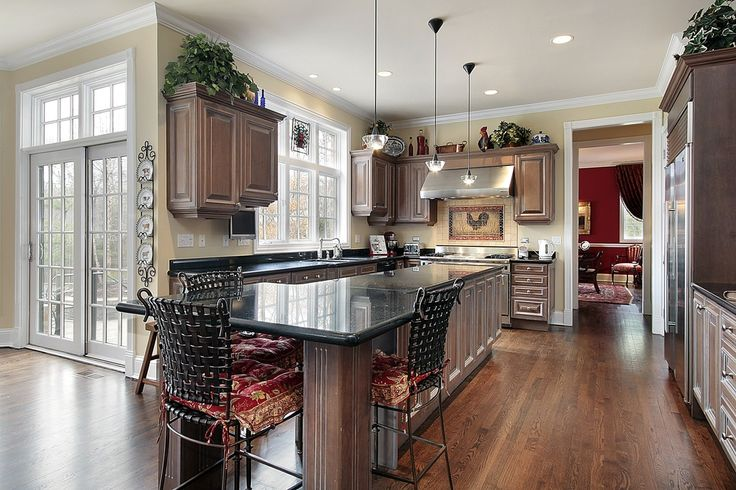 Traditional-look kitchen with above-cabinet space for decoration and houseplants.