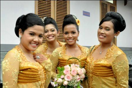 oh, so happy get the flower in my cousin wedding...
