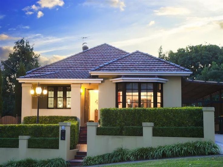 Rendered Californian Bungalow with tiled roof and Colonial bar bay window #beautifulhomes #australianhomes
