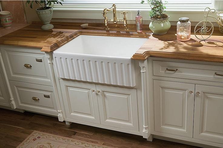 shot of kitchen sink kitchen cabinetry medallion cabinetry wellington maple divinity. Black Bedroom Furniture Sets. Home Design Ideas
