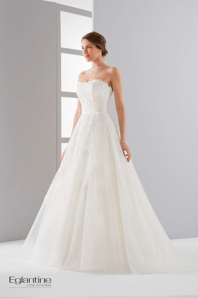 Romantisch tule bruidsjapon strapless kanten top slankkledend tule accent taille bijpassende kanten bolero € 99,95