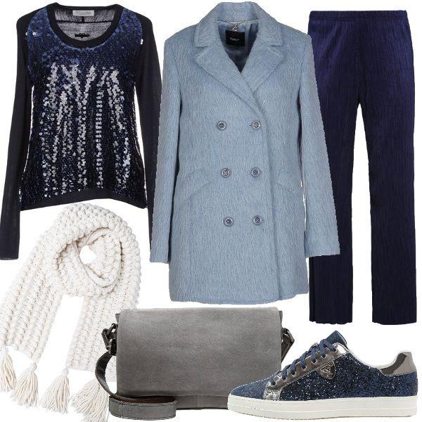 Il cappotto a doppio petto, in morbido velour di lana, nel colore celeste è delicato e soave, con la giusta tonalità di blu diventa ancora più interessante. In questa proposta ecco il maglioncino con le paillettes abbinato ai pantaloni a gamba dritta in tessuto increspato, un mix di materiali eleganti che diventano portabili anche di giorno. Sneakers blu scintillanti. Tracolla in pelle grigio lunare. Sciarpa in lana color ghiaccio.