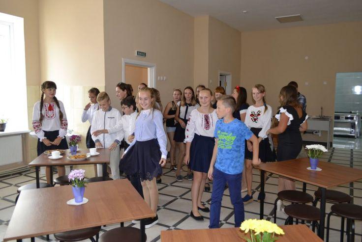 В Шосткинской гимназии открыли буфет-раздаточную + Фото http://shostka.info/shostkanews/v-shostkinskoj-gimnazii-otkryli-bufet-razdatochnuyu-foto/  Вчера, 3 сентября, в День города, в Шосткинской гимназии состоялось торжественное открытие буфета-раздаточной. Просторное, светлое помещение, предназначенное для обеспечения школьников питанием, расположено рядом со школой...