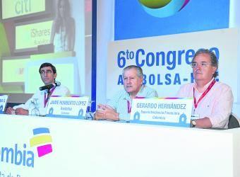 Bolsa de Colombia le propone a Santos financiar Pymes. Córdoba, presidente de la Bolsa de Valores de Colombia BVC, Jaime Humberto López, presidente de Asobolsa, y Gerardo Hernández, superintendente financiero.