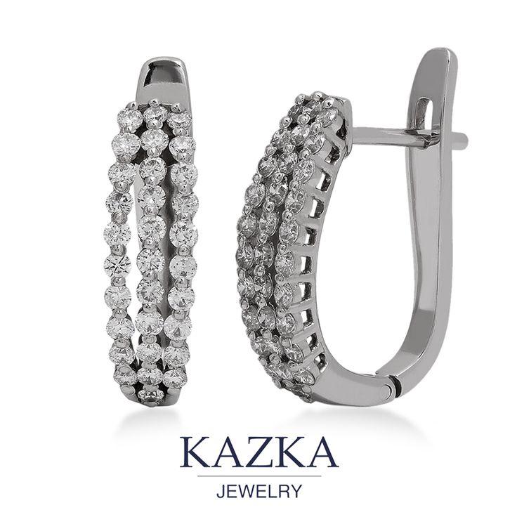 Казалось бы, в этих серьгах нет ничего необычного, но все решили они, лучшие друзья девушек, бриллианты. 31 камень разместился на сережке в три ряда, ослепляя нас своим сиянием и красотой. Классическое украшение для особого случая.  Купить со скидкой за 41 656 грн.http://goo.gl/BtswF8  #kazkajewelry #kazkajewelry_украшения #серьги #сережки #бриллианты #золото #белоезолото #классика