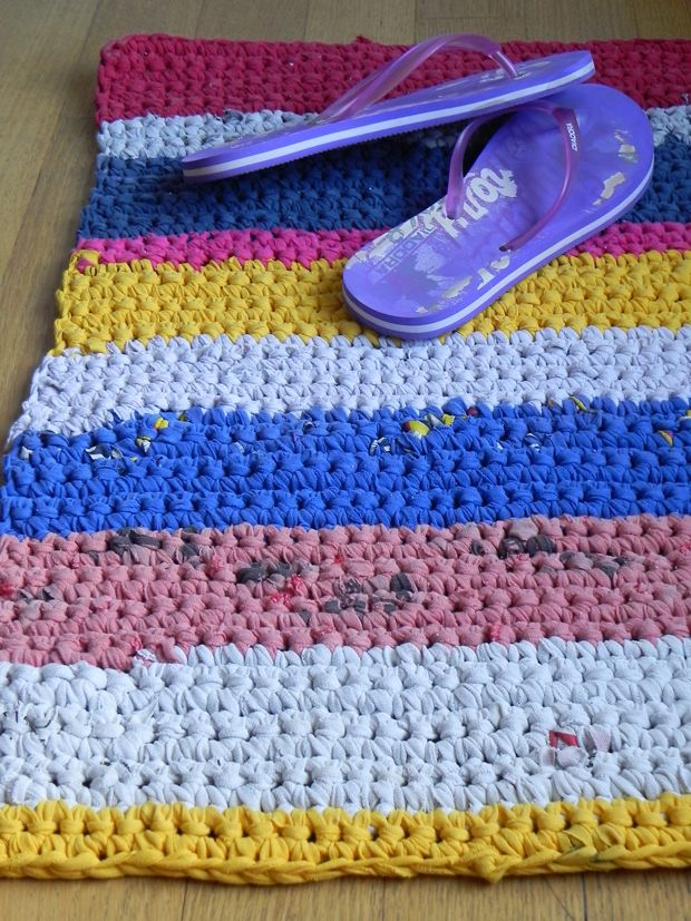 Rectangular rag rug I can make this for the room
